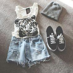 Tiger T, shorts, vans. Punk grungy look. Cute