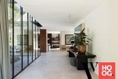 Karaktervolle villa in groene rand rond Antwerpen - Hoog ■ Exclusieve woon- en tuin inspiratie. Interior Lighting, Luxury Interior, Interior Design, Trap, Home Look, Interior Architecture, Villa, New Homes, Building