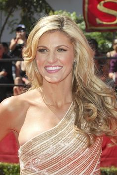Erin Andrews beautiful mess of curls