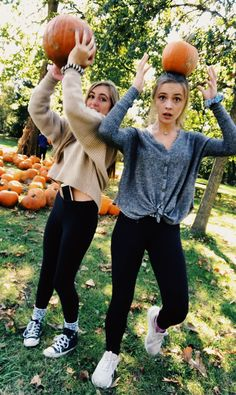 Always wandered how to conquer the bad weather and dry cold? Read the guide and try one of these out! Tumblr Fall Pictures, Bff Pictures, Bff Pics, Winter Pictures, Bff Goals, Best Friend Goals, Besties, Bestfriends, Image Tumblr