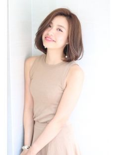 Modern short haircut for women is also a lot of choices, there are bob, bob layer, and also curly wave shoulder. All of these short hairstyles are very trendy and simple. Korean Short Hair, Short Hair Cuts, Short Hair Styles, New Trendy Hairstyles, Bob Hairstyles, Midi Hair, Medium Hair Styles For Women, Long Hair Video, My Hairstyle