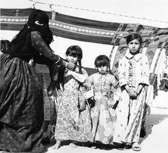 Arabian Women, Arabian Art, Arabian Beauty, Badass Aesthetic, Aesthetic Art, Saudi Arabia Culture, Saudi Men, Arabian Costume, Old Movie Stars