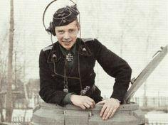 Tank man in winter from : https://www.pinterest.com/nleforestier/wwii-wehrmacht-waffen-%CF%9F%CF%9F-luftwaffe-kriegsmarine-pr/