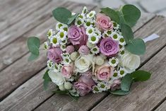 Csipkevirág Esküvői Dekoráció🌷 (@csipkevirag) • Instagram photos and videos Floral Wreath, Wreaths, Instagram, Ideas, Home Decor, Floral Crown, Decoration Home, Door Wreaths, Room Decor