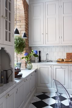 30 Nifty Small Kitchen Design and Decor Ideas to Transform Your Cooking Space - The Trending House Red Kitchen, Kitchen Colors, Kitchen Dining, Kitchen Decor, Kitchen Cabinets, Kitchen Ideas, Narrow Kitchen, Minimalist Kitchen, Beautiful Kitchens