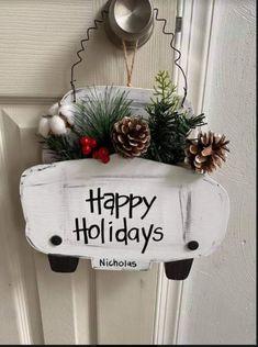 Christmas Door Hangings, Snowman Christmas Decorations, Diy Christmas Presents, Christmas Wood Crafts, Dollar Tree Christmas, Christmas Signs Wood, Dollar Tree Crafts, Farmhouse Christmas Decor, Holiday Crafts