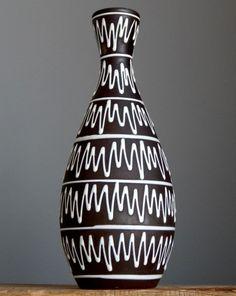 Tall vintage sechziger Jahre Bay Keramik 590 ZickZack Vase W. Raku Pottery, Pottery Art, Lava, Look Vintage, Bottle Vase, Black Lamps, China Painting, Painted Pots, Vintage Pottery
