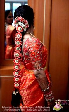 Dear brides to be, have you decided on your Muhurtham saree? Your bridal blouse design? Your bridal hairdo? If you are one of those brides . South Indian Wedding Hairstyles, Bridal Hairstyle Indian Wedding, Indian Wedding Bride, Bridal Hair Buns, Bridal Braids, Bridal Hairdo, South Indian Weddings, Indian Hairstyles, Bride Hairstyles
