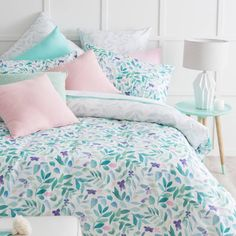 We adore this colour palette! The Garden Leaves quilt cover set features a stunning watercolour print, designed exclusively for Pillow Talk. These gorgeous hues are the perfect match for pastels, metallics and timber furniture.