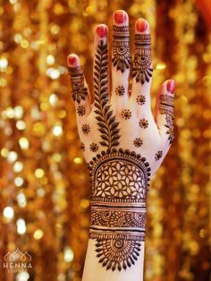 Henna is the most traditional part of weddings throughout India. Let us go through the best henna designs for your hands and feet! Wedding Mehndi Designs, Unique Mehndi Designs, Mehndi Design Pictures, Beautiful Mehndi Design, Latest Mehndi Designs, Mehndi Designs For Hands, Henna Tattoo Designs, Mehndi Images, Mehandi Designs
