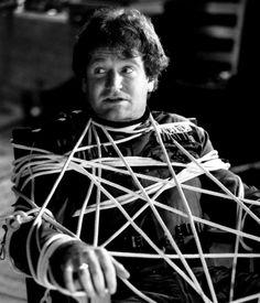 """Robin Williams en """"Sufridos Ciudadanos"""" (The Survivors), 1983"""