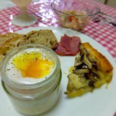 Potato& mushroom in quiche toast, smoked ox tongue, bread (le petit mec), Egg-slut flavored cod roe, Quinoa, tomato, onion & beans salad - 18件のもぐもぐ - 新じゃがときのこのパンキッシュ、たらこ風味のエッグスラット、牛タンスモーク、キヌアとトマトと新玉ねぎの豆サラダ、玉ねぎとチーズのコンプレ、じゃがいもパン by kayorina