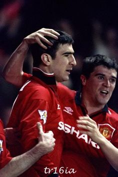 Roy Keane and Eric Cantona Football Gif, Retro Football, Football Players, Manchester United Legends, Manchester United Football, Roy Keane, Eric Cantona, Premier League Champions, Most Popular Sports