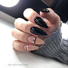 Elegant black and nude stiletto nails! Cute Acrylic Nails, Cute Nails, Pretty Nails, Minimalist Nails, Hair And Nails, My Nails, Gothic Nails, Dipped Nails, Nail Polish Designs