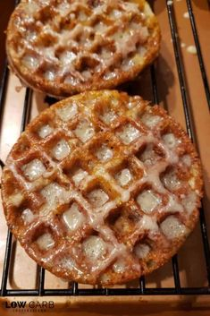 everything apple! You are going to love these Keto Apple Fritter Chaffles! They are so good and perfect for the season!everything apple! You are going to love these Keto Low Carb Sweets, Low Carb Desserts, Low Carb Recipes, Cooking Recipes, Dutch Recipes, Waffle Iron Recipes, Brunch, Keto Friendly Desserts, Apple Fritters