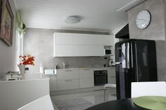 Uusittu keittiö New Kitchen, Bathroom Lighting, Kitchen Cabinets, Haku, Toilets, Furniture, Home Decor, Google Search, Bathroom Light Fittings