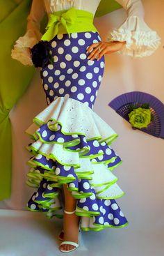 LOLAYLO: TRAJES DE FLAMENCA Y FALDAS DE SEVILLANA Ethnic Fashion, African Fashion, Vintage Dresses, Vintage Outfits, Flamenco Costume, Belly Dance Skirt, Engagement Dresses, Professional Outfits, Gypsy Style