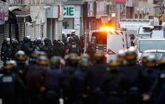 #срочно #Украина | Спецоперация в Париже: мужчина закрылся на почте | http://puggep.com/2015/11/18/specoperaciia-v-parije-myjchi/
