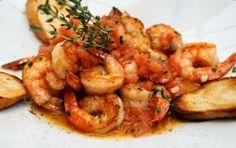 Συνταγή για γαρίδες με ούζο και σκόρδο.