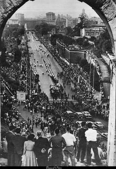 Via dell'Imperio, Roma, October Pope Pius XII funeral cortege Pope Pius Xii, Catholic Pictures, Roman Church, Vintage Italy, Sacred Art, Ancient Rome, Rome Italy, Vatican, Roman Empire