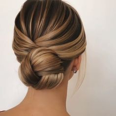 Are you searching spellbinding updo hairstyles for prom in this holiday season V. - Are you searching spellbinding updo hairstyles for prom in this holiday season View the link below - Elegant Hairstyles, Braided Hairstyles, Anime Hairstyles, Hairstyle Short, Updo Hairstyles For Prom, Evening Hairstyles, Blonde Wedding Hairstyles, Prom Updo, Perfect Hairstyle