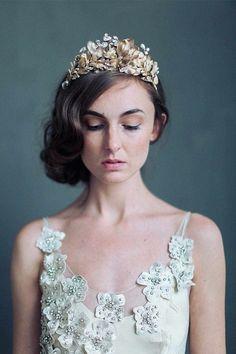 bridal-tiaras-and-wedding-hair-accessories