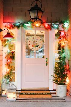 Vintage Christmas Lights, Christmas Lights Outside, Merry Christmas, Christmas House Lights, Cool Christmas Trees, Christmas Porch, Farmhouse Christmas Decor, Modern Christmas, Christmas Bedroom