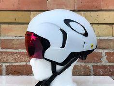 Oakley Aro 7 tt triathlon aero road bike helmet - Useful cycling gear - Motorrad Road Bike Gear, Road Bikes, Cycling Bikes, Cycling Equipment, Road Cycling, Cycling Helmet, Bike Helmets, Mountain Bike Shoes, Mountain Bicycle