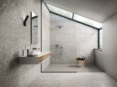 Dual color bathroom set: step by step and incredible references - Home Fashion Trend Bathroom Colors, Bathroom Sets, Modern Bathroom, Terrazzo, Wall And Floor Tiles, Suites, Bathroom Interior Design, Contemporary Architecture, Interiores Design