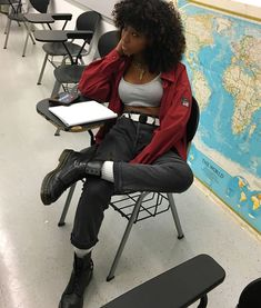 guide on aesthetic fashion Hipster Outfits, Grunge Outfits, Girl Outfits, Black Girl Fashion, Look Fashion, 90s Fashion, Fashion Outfits, Lolita Fashion, Retro Fashion