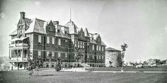 Ancien Hôpital Jeffrey Hale et la Tour Martello n.3 en 1904 Quebec Montreal, Quebec City, Canada, Close To Home, Archives Nationales, Vintage Photos, Images, Street View, Pictures