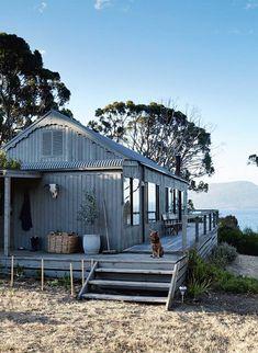 11 australian holidays you should have casa пляжные домики, Future House, Australian Holidays, Design Exterior, Black Exterior, Building A Shed, Building Plans, Beach Shack, Surf Shack, Beach Cottages