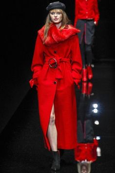 RED HOT ON THE RUNWAY Red is the most important fashion color this year. Another season is on the way and everyone is busy shopping and planning outfits