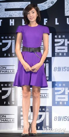 Soo-ae (수애) Super Movie, Korean Actresses, Korean Celebrities, Role Models, Movie Stars, Peplum Dress, Celebrity Style, Cute Outfits, Chinese