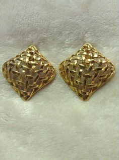Vintage Gold Colored Clip On Earrings #557