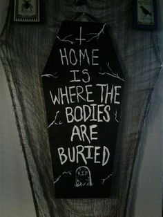 Home is where the bodies are buried #DIYHomeDecorHalloween Halloween House, Holidays Halloween, Halloween Party, Halloween Bedroom, Goth Home Decor, Diy Home Decor, Gypsy Decor, Decor Crafts, Room Decor