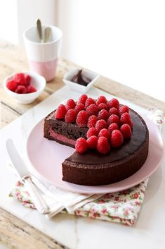 Chocolate and hazelnut cake - HQ Recipes Chocolate Recipes, Chocolate Cake, Sweet Recipes, Cake Recipes, Hazelnut Cake, Cake Tins, Savoury Cake, Clean Eating Snacks, Cake Decorating