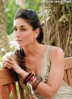 Kareena in filmfare Bollywood Actress Hot Photos, Bollywood Celebrities, Bollywood Fashion, Indian Celebrities, Randhir Kapoor, Kareena Kapoor Khan, Bollywood Stars, Karisma Kapoor, Parineeti Chopra