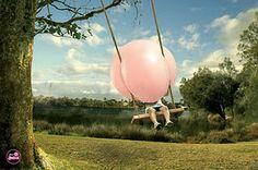 kauwgum,kauwgum,kauwgum.....en dan een héle grote bal blazen ............