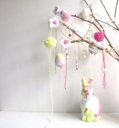 Easter tree - free pattern for little crochet flowers Easter Tree, Crochet Flowers, Craft Supplies, Free Pattern, Craft Projects, Diy And Crafts, New Homes, Joy, Templates