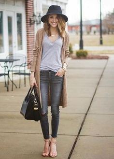 Here, You find some of the most amazing Ways to wear Cardigan this Fall. And these Cardigan Outfit Ideas are so amazing, you won't have to look back at Cute Cardigan Outfits, Grey Jeans Outfit, Maxi Cardigan, Long Cardigan, Beige Cardigan, Outfits With Gray Jeans, Blazer Outfit, Sweater Jacket, Outfits Mujer