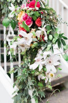 Intimate alfreso brunch wedding for Oregon craft floral
