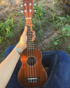 Ukulele Pictures, Guitar Pics, Ukulele Art, Ukulele Songs, Ukulele Tumblr, Pintar Disney, Music Aesthetic, Music Artwork, My Favorite Music