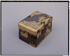 Writing Box with Eight Bridges - Ogata Kōrin (1658-1716), @ Tokyo National Museum ... The overall shape is rectangular with rounded corners, and the lid fits over the body. The upper tier of this two-tier box holds in the middle an inkstone with a gold rim and a rectangular copper water dropper. The lower tier is used to hold paper. (Edo period/18th century)