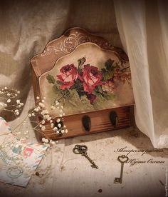 Ключница `Розы цвета бордо `..Автор Юдина Оксана. Ручная работа. Декупаж. Для дома, интерьера.