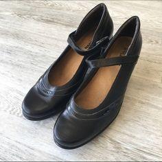 Naot Walking Shoes Closed Toe