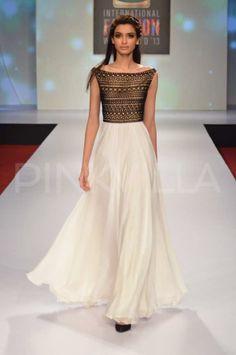 Diana Penty walks for Drashta Sarvaiya at Signature International Fashion Weekend | PINKVILLA