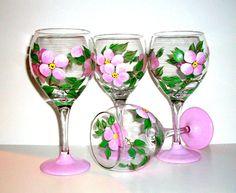 Vidrios de vino pintadas a mano juego de 4 20 oz.  Desierto de China franciscana se levantó copas de vino a su patrón de China partido de pintado a mano inspirada