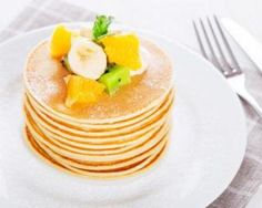 Pancakes légers au lait de soja Vegan Pancakes, Pancakes And Waffles, Pancakes Leger, Healthy Sweets, Healthy Recipes, Healthy Food, Weigth Watchers, No Sugar Foods, How Sweet Eats