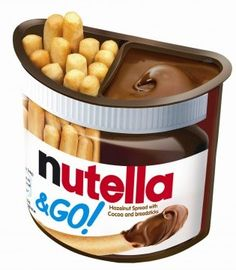 Nutella & Go. A hazelnut chocolate dip with small breadsticks to munch on. Perfect for Nutella lovers on-the-go! Nutella Brownies, Nutella Go, Nutella Muffin, Nutella Spread, Fudge Brownies, Pyjama-party Essen, Uk Sweets, Comida Disney, Cheap Chocolate